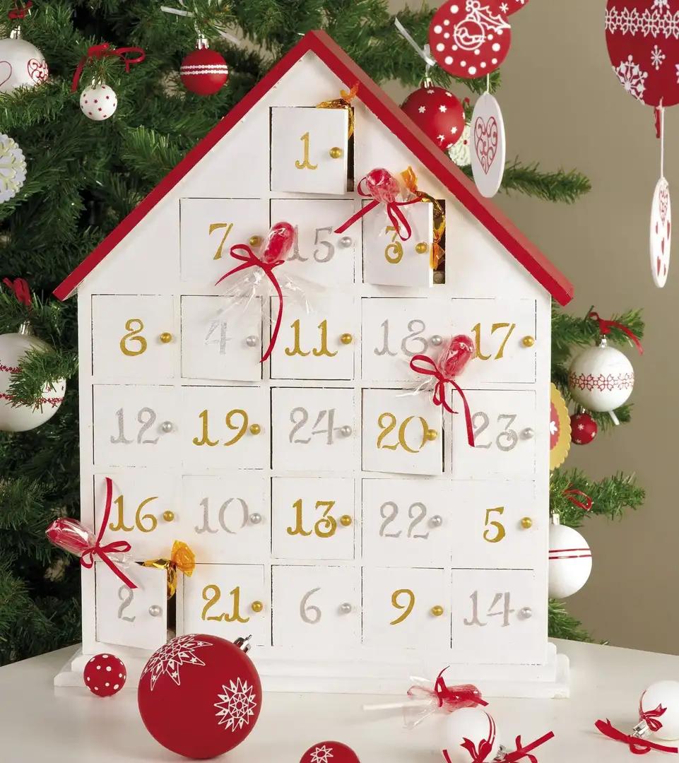 Домик с окошками как адвент-календарь