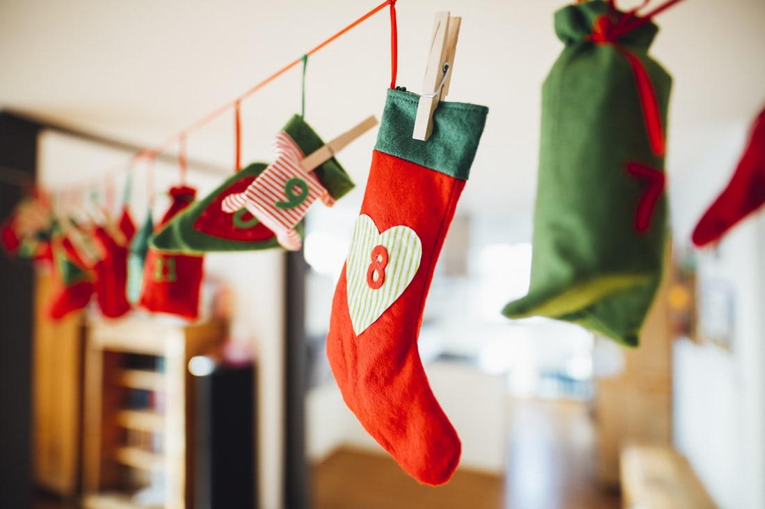 Адвент-календарь как носочки с заданиями