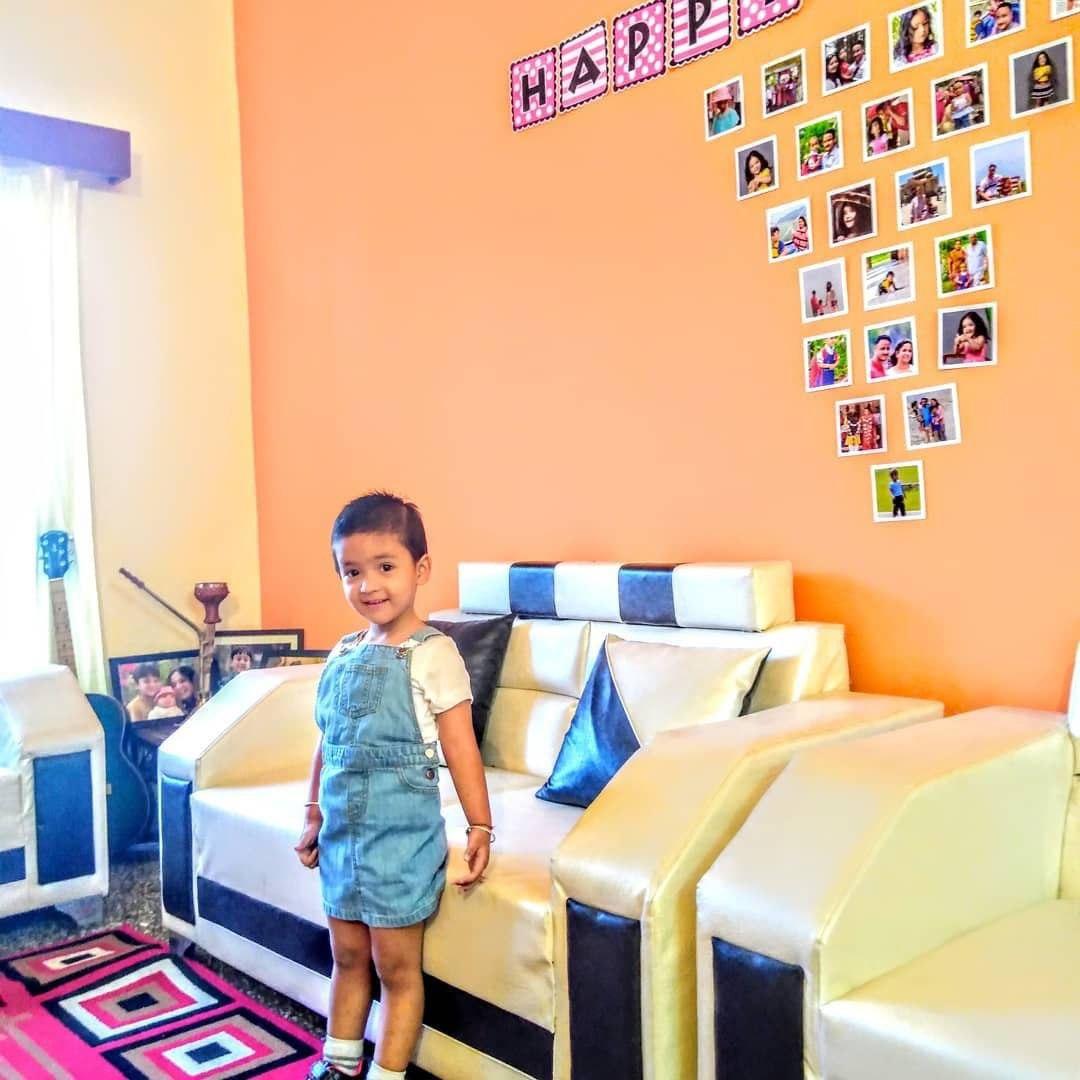 Как украсить стену в детской комнате фотографиями