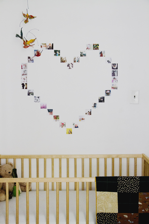 Сердце из полароид фото на стене