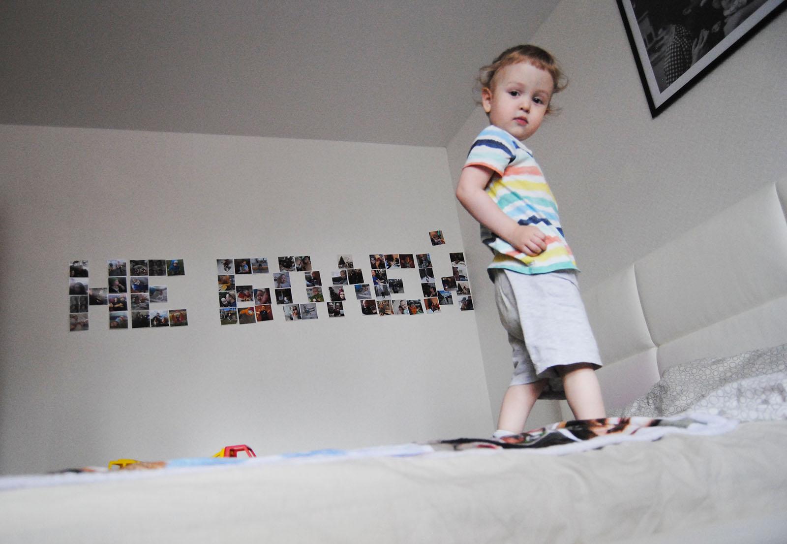 Фото на стене в виде слова