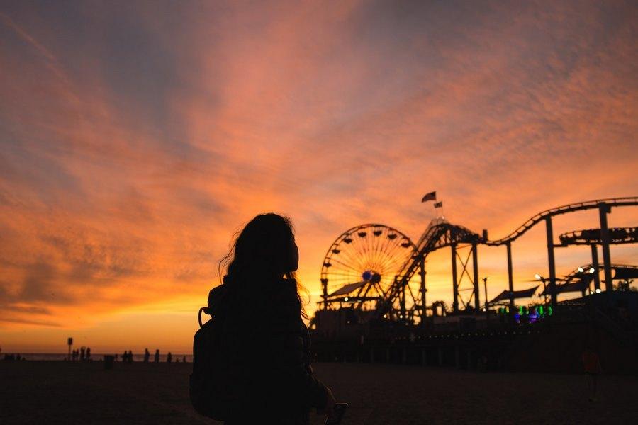 Как оригинально сфотографироваться на закате в городе