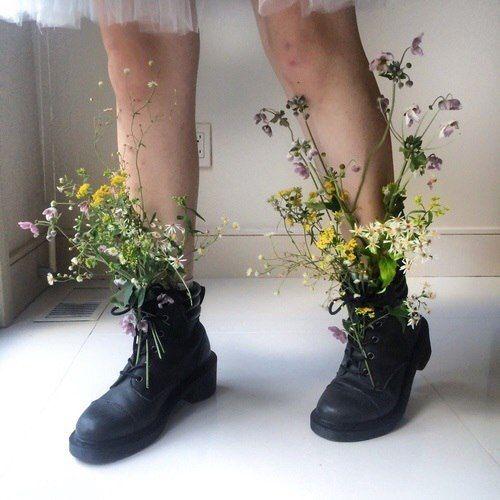 полевые цветы в ногах