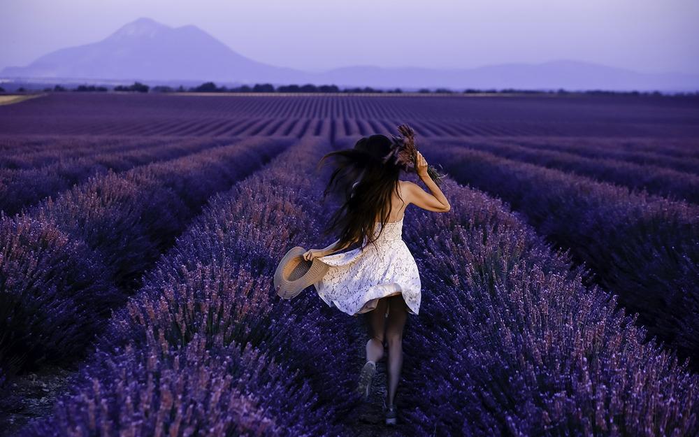 идеи оригинальных фото в поле цветов