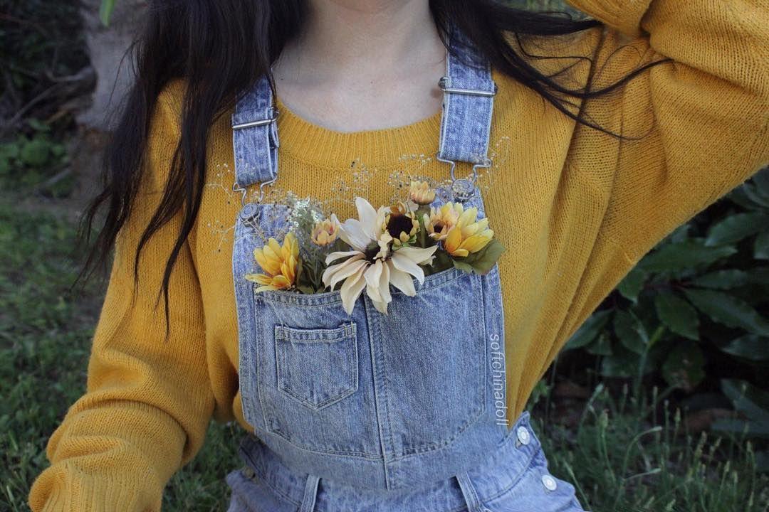цветочки в карманах комбинезона