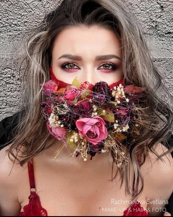 Как девушке красиво сфотографироваться в маске