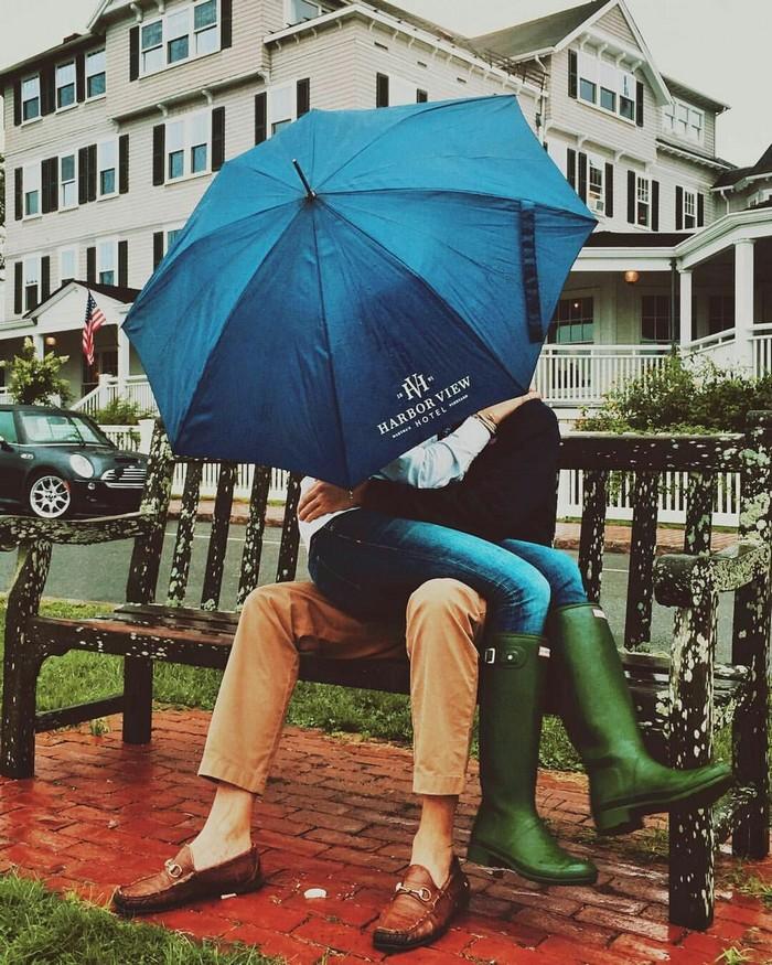 идеи осенней фотосессии с зонтом