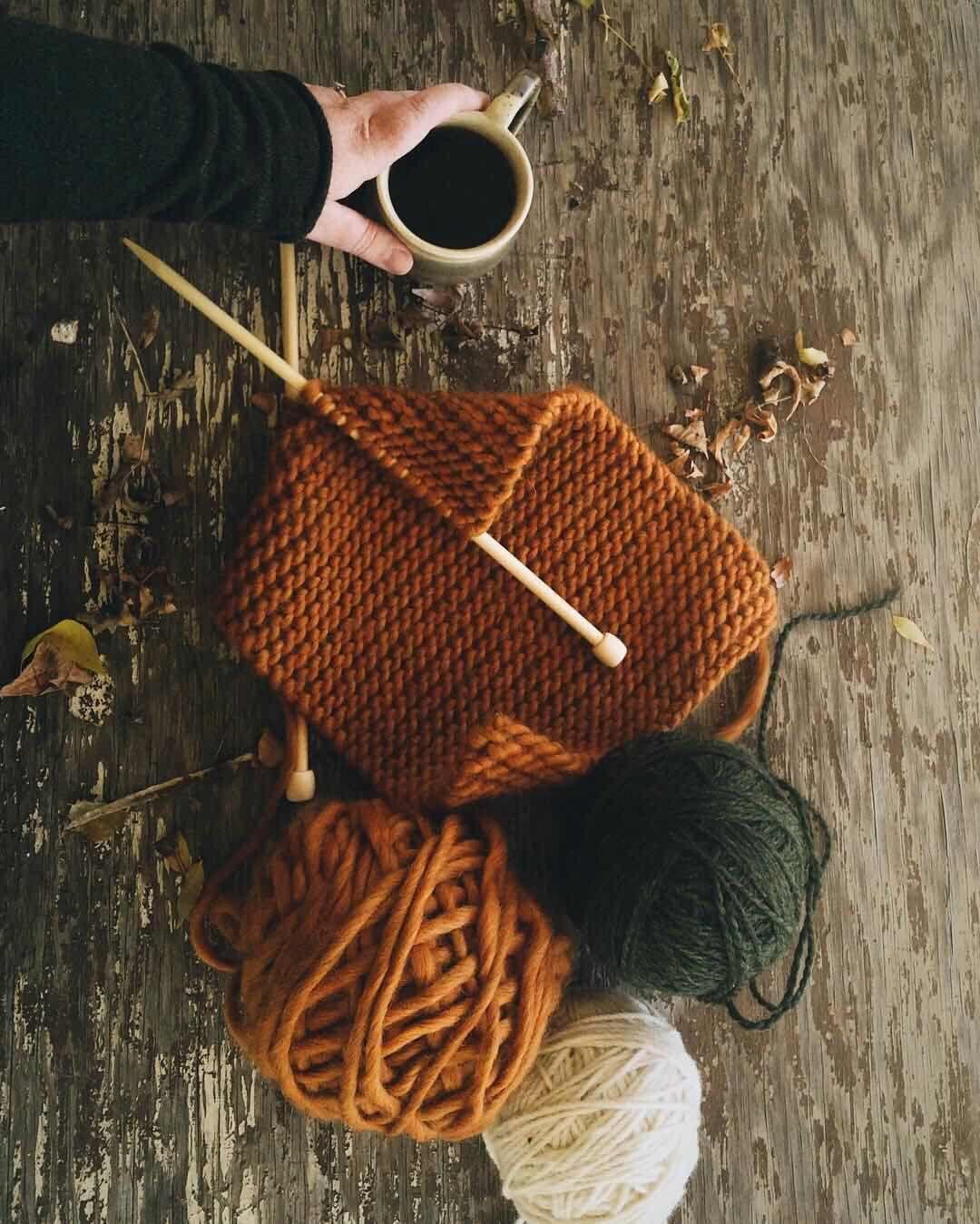Красивый свитер ручной вязки