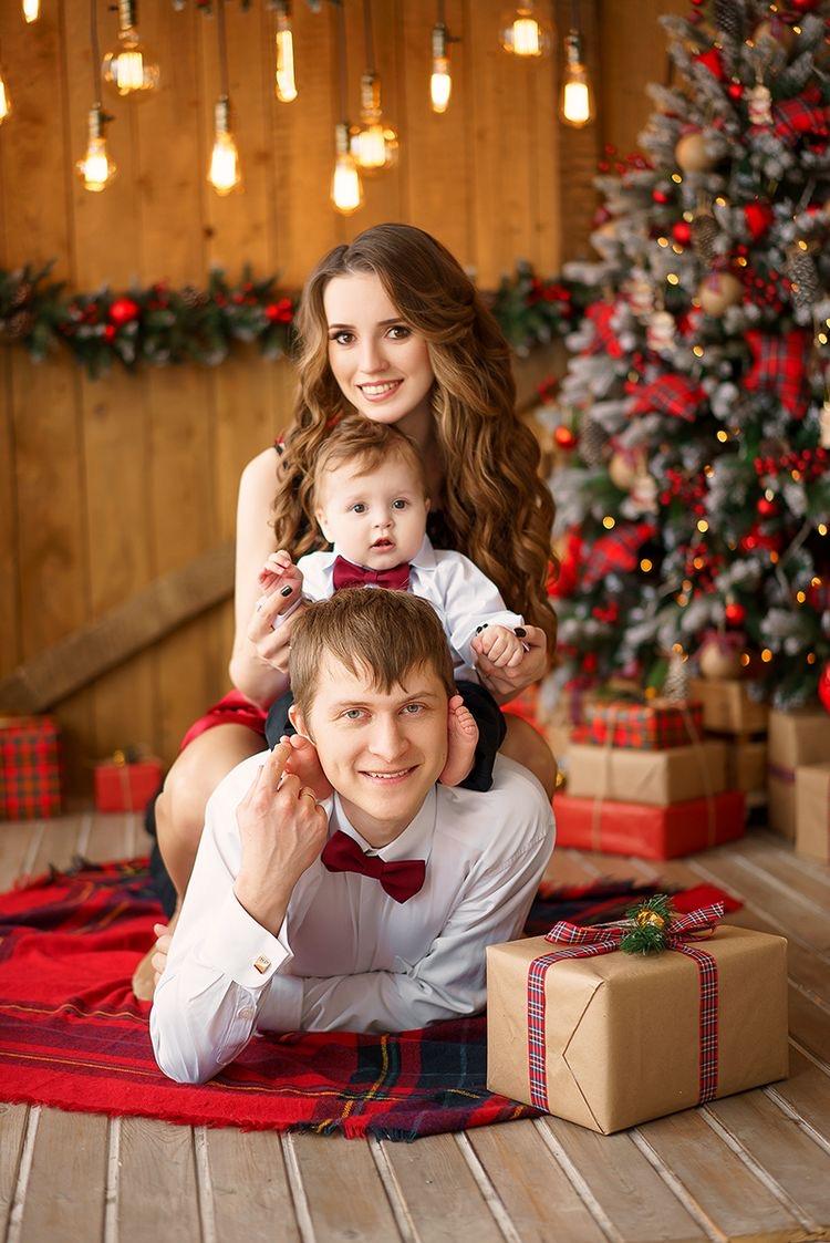 фотосессия с семьей в студии перед новым годом