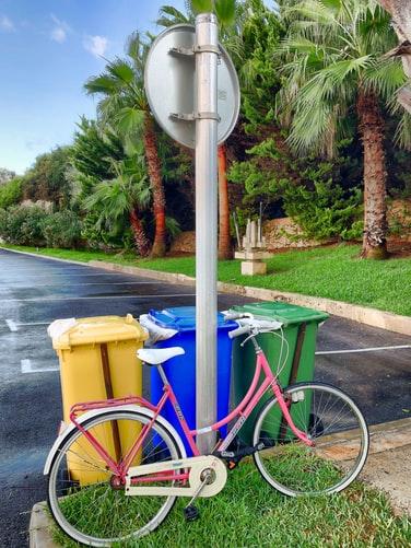 Розовый велосипед вместо машины