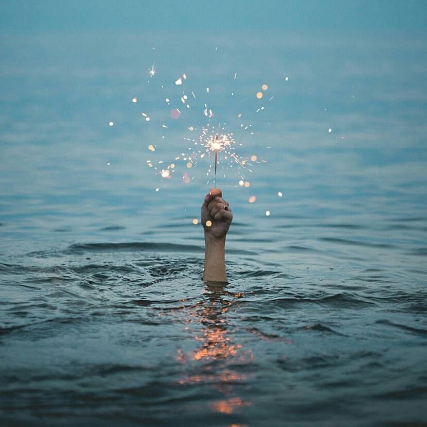 идея для фото с бенгальским огоньком